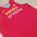 Una camiseta de España de Pau Gasol utilizada y firmada sale a subasta por la investigación
